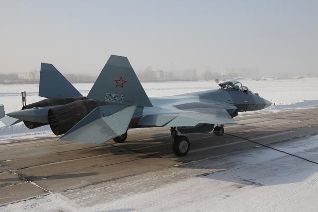 http://www.airforce.ru/content/attachments/48726-46188d1358444376-4y_pak_fa_gotovitsya_k_vzletu_.jpg