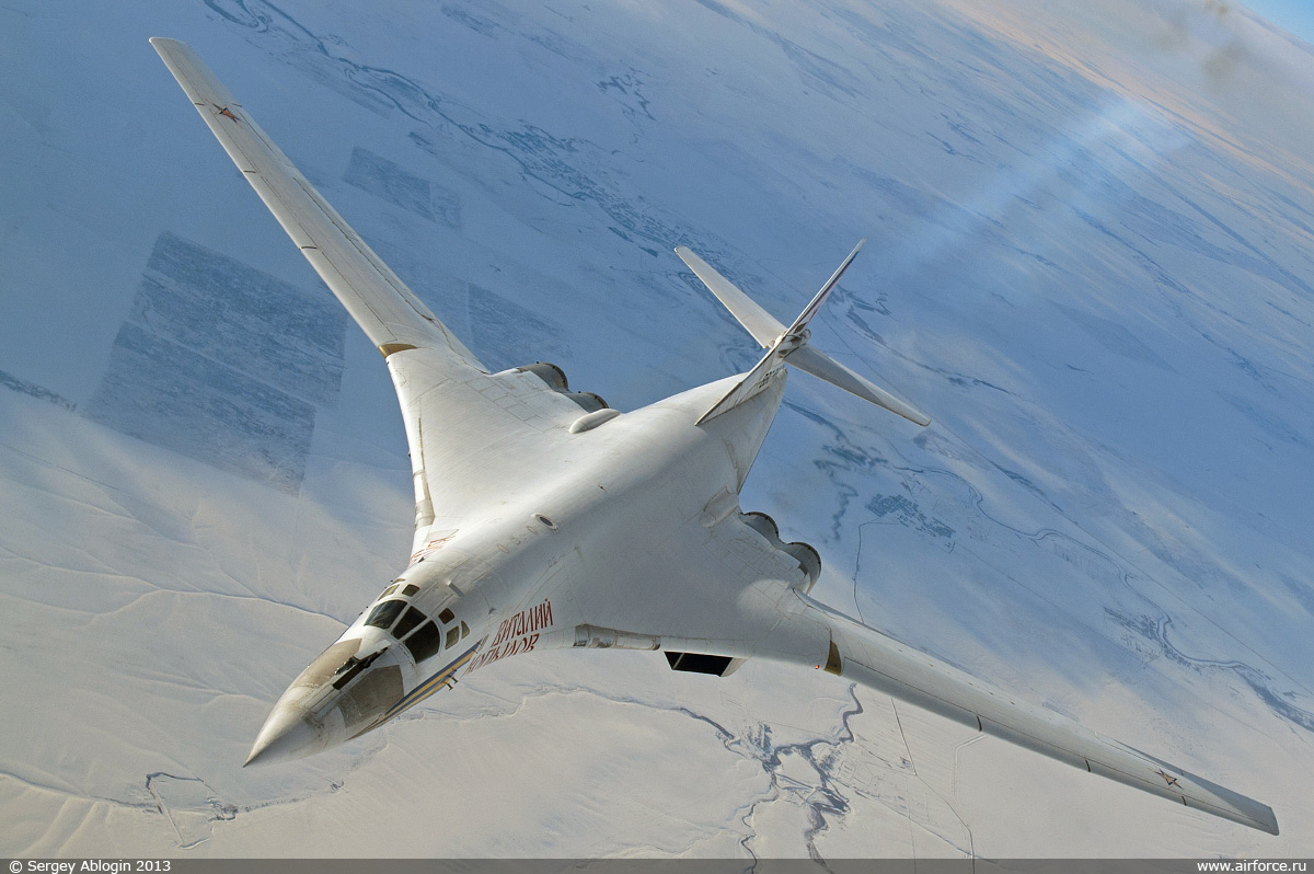 http://www.airforce.ru/content/attachments/51330-47048d1361573132-s_ablogin_tu-160_1200.jpg