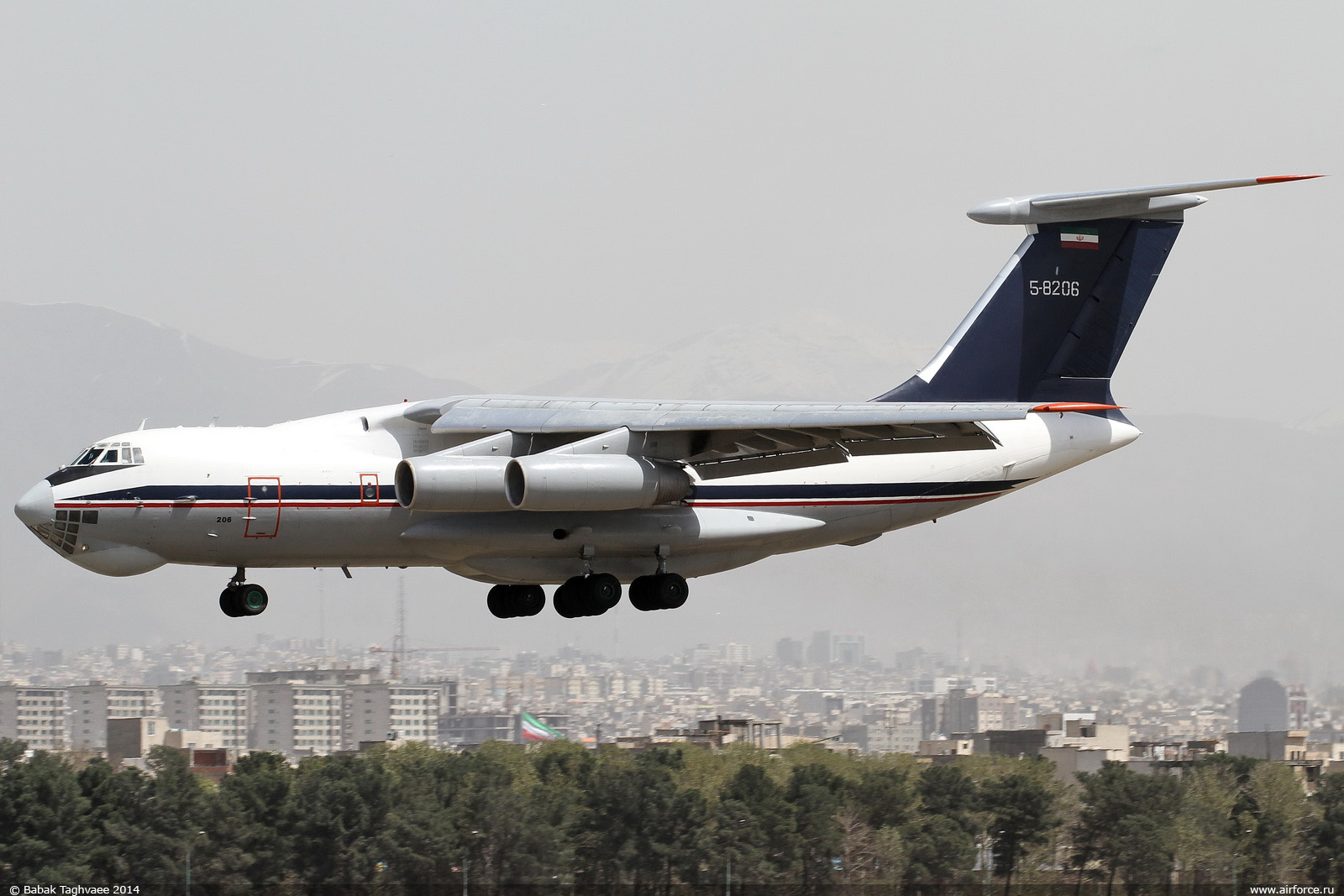 http://www.airforce.ru/content/attachments/56512-b_taghvaee_il-76td_iriaf_1600.jpg