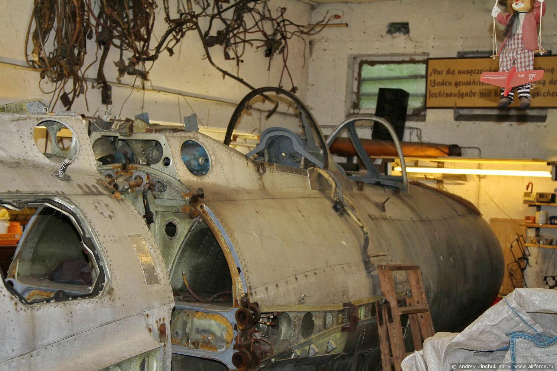 мастерская музея, идёт восстановление МиГ-15УТИ