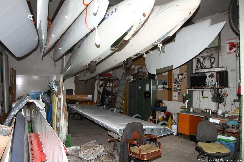 мастерская музея, идёт оклейка крыла Ан-2 перкалью
