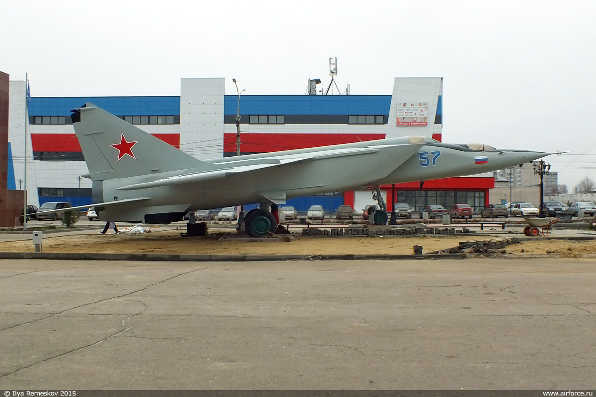 http://www.airforce.ru/content/attachments/67758d1447114180-i-remeskov-arzamas-mig-25ru-03.jpg