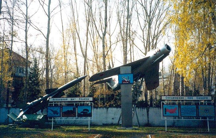 ... в/ч ПВО, г.Обь Новосибирской области: airforce.ru/memorial/russia/novosibirsk/mig-17_ob.htm