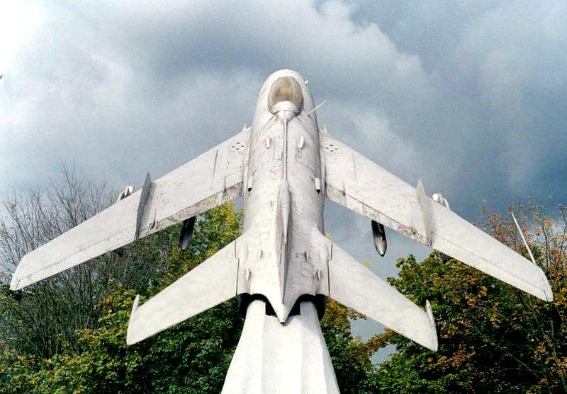 Постамент МиГ-19ПТ (буква Тберёт своё начало от СМ-9/3Т ...: http://www.airforce.ru/memorial/russia/zarya/index.htm