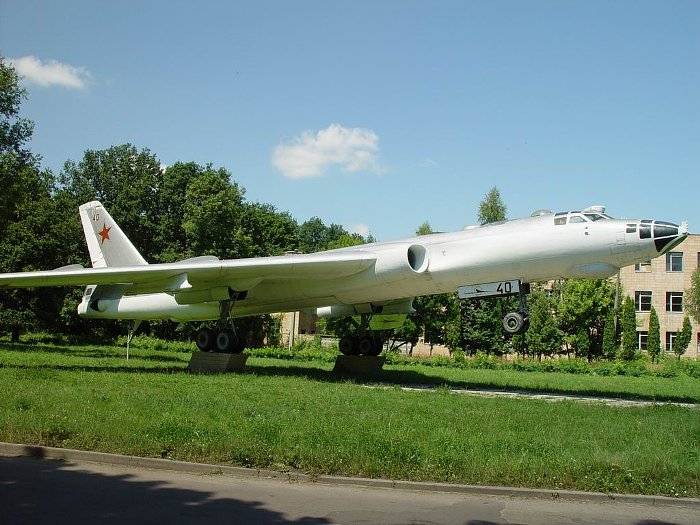 http://www.airforce.ru/memorial/ukraine/bc/bc_tu-16.jpg
