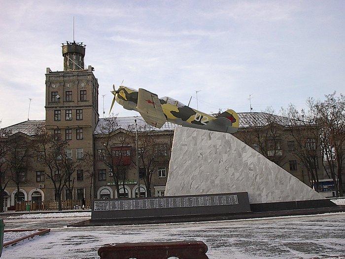 http://www.airforce.ru/memorial/ukraine/zaporozhje/zaporozhje_la_5.jpg