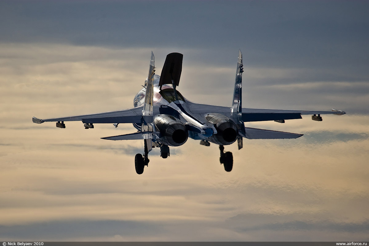 http://www.airforce.ru/photogallery/gallery9/su-27/nb_su-27_01_1200.jpg