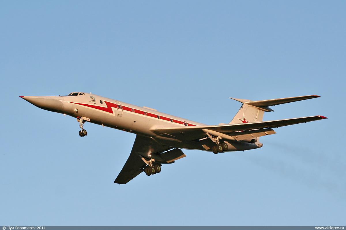http://www.airforce.ru/photogallery/shagol/tu-134ubl_01/i_ponomarev_chvvakush_tu-134ubl_1200_01.jpg