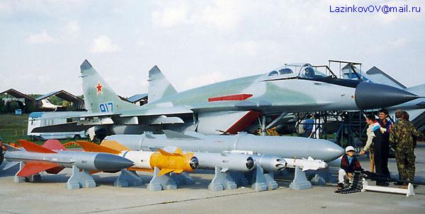 http://www.airforce.ru/show/maks99/lazinkov/MAKS1999_MiG-29SMT_02.jpg